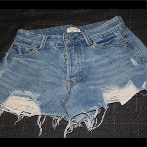 Cut off shorts with lace pockets